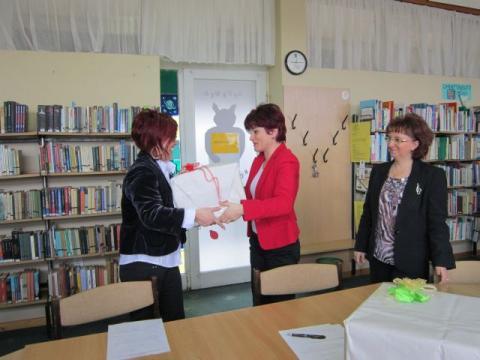 Tatai könyvadomány a szovátai városi könyvtárnak